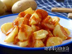 Patatas bravas 2021 ✅️ Tapas Recipes, Cafe Interior Design, Spanish Food, Canapes, Snacks, Vegetables, Garlic Prawns, Seafood, Dishes