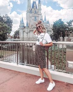 Disney World Outfit - Trend Parks Disney 2020 Disney World Outfits, Cute Disney Outfits, Disneyland Outfits, Viaje A Disney World, Disney World Trip, Universal Studios Outfit, Theme Park Outfits, Scene Outfits, Rose Gold Minnie Ears