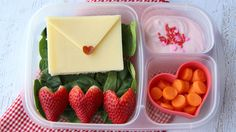 valentine's day recipes, healthy kids snacks, healthy valentine's day for kids Lunch Box Bento, Lunch Snacks, Valentines Day Treats, Valentine Cupcakes, Heart Cupcakes, Pink Cupcakes, Boite A Lunch, Little Lunch, Whats For Lunch