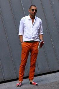 Calça colorida masculina.