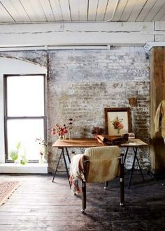Home office design with exposed brick walls, a rustic wood table, and vintage artwork - Home Office Ideas & Decor Home Interior, Interior And Exterior, Interior Decorating, Interior Design, Bohemian Interior, Decoration Inspiration, Interior Inspiration, Workspace Inspiration, Decor Ideas