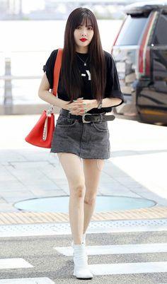 Hyuna Fashion, Fashion Idol, Korea Fashion, Kpop Fashion, Skirt Fashion, Airport Fashion, Kpop Outfits, Girly Outfits, Triple H