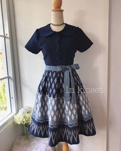 African Print Dress Designs, Blouse Designs, Batik Dress, Silk Dress, Traditional Thai Clothing, Thai Fashion, Thai Dress, Ankara Gowns, Dress Cuts