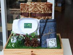 antaran Tiara and Adit… Wedding Hamper, Wedding Gift Baskets, Wedding Boxes, Wedding Gifts, Trousseau Packing, Wedding Decorations, Table Decorations, Gift Hampers, Gift Packaging