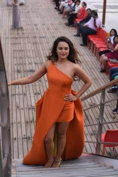 Sonakshi Sinha Cruised Like A Sea Goddess In A Tangerine Gown At The Lakme Fashion Week