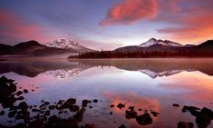 Sparks Lake Sunrise with South Sister and Broken Top Mountains, Bend, Oregon.look for kayak tours on this lake. Oregon Falls, Bend, Central Oregon, Oregon Trail, Oregon Coast, All Nature, Back To Nature, Amazing Nature, Naturaleza