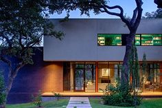Specht Harpman - West Lake Hills Residence The West Lake Hills Residence in Austin, TX was designed to preserve and nestle into the lush live oak canopy that covers the property. The house, which is articulated by cantilevered volumes, ribbon windows, two roof decks, a green roof, and an infinity edge pool, carefully weaves around the existing trees, while large glass expanses open the house to the dramatic landscape beyond. Photo: Taggart Sorensen