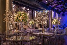 Cadeiras Tiffany no décor  - Casamento de Luxo Chandelier, Ceiling Lights, Table Decorations, Party, Furniture, Home Decor, Luxury Wedding, Wedding Gown Cakes, Dress Wedding