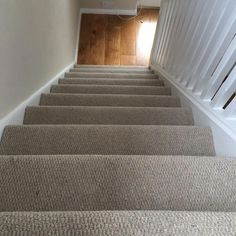 Wool loop type Carpet perfect for Stairs! Beige Carpet, Wool Carpet, Diy Carpet, Modern Carpet, Carpet Ideas, Carpet Staircase, Basement Carpet, Hallway Carpet Runners, Cheap Carpet Runners