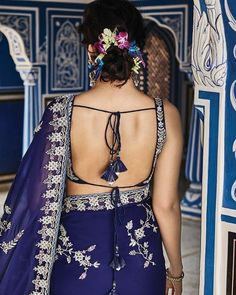 23 Sexy Backless Blouse Designs that are Sure to Turn some Heads Fancy Blouse Designs, Blouse Neck Designs, Blouse Patterns, Choli Designs, Blouse Styles, Saree Backless, Backless Dresses, Sexy Blouse, Sleeveless Blouse