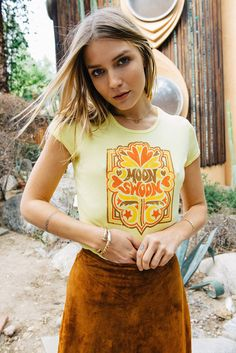 Moon Swoon - Vintage inspired - - Women's graphic yellow ribbed retro ringer t-shirt - Chemise Vintage 2019 70s Outfits, Vintage Outfits, Cute Outfits, Hippie Outfits, Retro Fashion 60s, 70s Inspired Fashion, 70s Fashion, Fashion Vintage, Fashion 2018