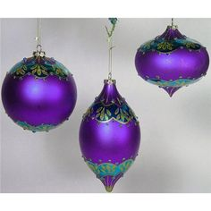 http://fortheloveofpurple.com/?page_id=20>  Purple and green Christmas decorations. I could put them on my Christmas page, but on purple board they work all year round.