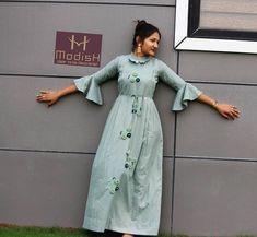 Kurti Designs Party Wear, Kurta Designs, Blouse Designs, Kurti Patterns, Dress Patterns, Casual Dresses, Fashion Dresses, Dresses For Work, Fashion Top