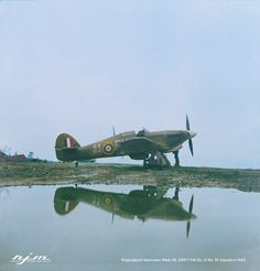 Tropicalised Hurricane Mark IIB, of No. 81 Squadron RAF, being serviced at Vaenga. Ww2 Aircraft, Military Aircraft, Aviation Fuel, Hawker Hurricane, The Spitfires, Ww2 History, Ww2 Photos, Desert Camo, Battle Of Britain