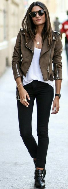 60 Trending Fall Street Style Outfit Ideas To Upgrade Your Wardrobe Suede Biker Jacket + White Tee + Black Jeans Fashion Mode, Look Fashion, Trendy Fashion, Winter Fashion, Fashion Trends, Fashion Tips, Fashion Boots, Womens Fashion, Jackets Fashion