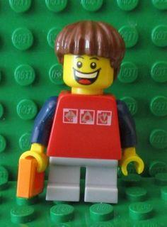 Small Child Minifigure NEW Lego Boy//Girl//Female Minifig GREEN SHORT LEGS