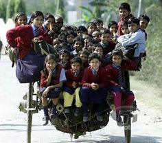 25 Of The Most Dangerous And Unusual Journeys To School In The World.Schoolchildren riding a horse cart back from school in Delhi, India Schools Around The World, People Around The World, Around The Worlds, Mundo Cruel, Baby Kind, Belle Photo, Funny Photos, Beautiful People, Transportation