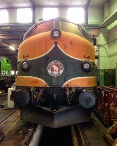 Tmy 106 Tågab inne på en lversyn i lokstallet hos Tågab i Kristinehamn. #Tågab #Tågåkeriet #Lokförare #GreatNorthern #dancerinthedark #Järnväg #Jernbane #Tåg #Nohab #Lok #Diesellok #DieselElektrisktLok #Frigg #TMY #TmyLok #MY #DSB #DieselLocomotive #GM #GMpower #Pappersmassa #DI3 #Trains_worldwide #Railways_of_our_world by tagabrules