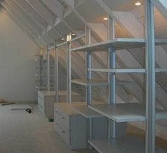 Ideen für Dachbodenstauraum Ideas for attic storage Attic Renovation, Attic Remodel, Stolmen Ikea, Ideas Armario, Interior Exterior, Interior Design, Small Hallways, Small Rooms, Attic Closet