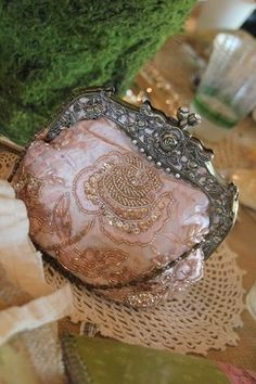 I luv luv these old beaded bags !!  I have a few of these and just love thinking about who may have used them and where they have been !