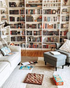 The right reading nook ideas will make your preferred reading spot even more special. Take inspiration from these reading nook photos, and you'll be boasting about your own book nook before you know it. Home Library Rooms, Home Library Design, Home Libraries, House Design, Bookshelf Inspiration, Book Nooks, Dream Rooms, New Room, My Dream Home