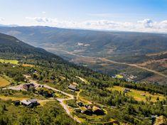 Høyt og fritt med den beste utsikten en kunne tenke seg - Flott høyfjellstomt - Vei, vann og avløp | FINN.no Mountains, Nature, Travel, Summer, Naturaleza, Viajes, Traveling, Natural, Tourism