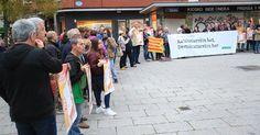 Un centenar de personas se moviliza en apoyo al referéndum independentista en Cataluña