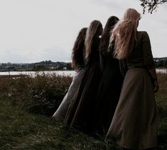 Duraina, her mother, and her sisters | The North Realm