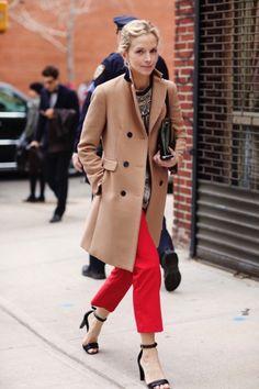 awesome С чем носить красные женские брюки? (50 фото) — Модные образы 2017 Читай больше http://avrorra.com/krasnye-bryuki-zhenskie-foto-s-chem-nosit/