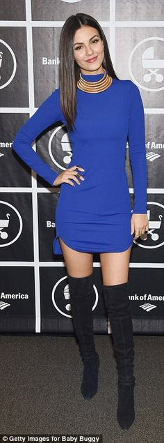 Actresses Victoria Justice showed off her legs in a royal blue mini dress