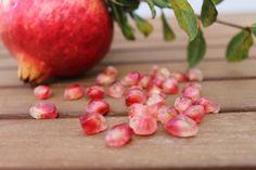 La granada de Elche junto a sus perlas rojas #pomegranate #mollarElche