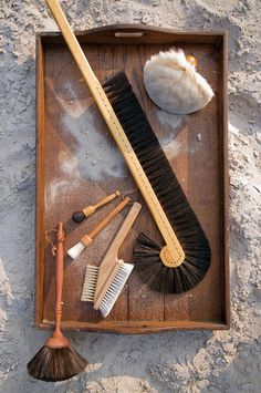 "Feather dusters and brushes // Staubwedel und -bürsten. // ""Dust is everywhere! It settles in all corners and recesses, on books and plants. Often exactly there where we cannot reach: behind cupboards, in small joints and furniture gaps."""