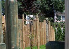 Simpel: Natürliche Holzpalisaden.