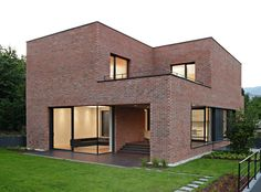 Brick house exterior its intriguing to see a modern house done completely in brick travel in . Modern Brick House, Brick House Designs, Modern Family House, Brick Design, Modern House Design, Brick Houses, Concrete Houses, Brick Facade, Facade House