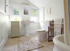 Bathroom in Morning Hush White 30GY 83/043