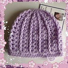 Ravelry: Girly Preemie/Newborn Hat pattern by Julee Reeves