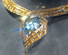The second Wittelsbach Graff Diamond.  35.56-carat blue diamond mined in India yang. Historically, this jewel IV of the dowry of his daughter, Infanta Margarita Teresa.Peminangnya, Leopold I, who later became the Roman emperor  after the death of Margarita, 1722, when the royal princess crown prince of Bavaria, Austria, this little gem known as The Blue Wittelsbach  This later became the jewel of the most expensive jewelry in the world Laurence Graff bought the Rp212, 2 billion euros.