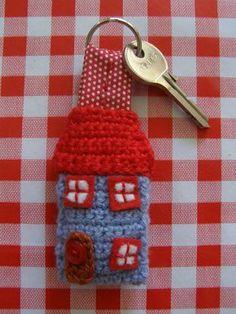 """Schlüsselanhänger """"Haus"""" häkeln - schoenstricken.de"""