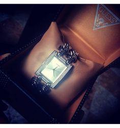 Achetez la montre guess w0073l2 pour femmes au meilleur prix sur la boutique - Paiement a la livraison la poste ...