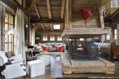 Combloux chalet salon avec canapé et cheminée