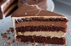 Uma receita de bolo requintado para ocasiões mais que especiais. O bolo ópera é um legítimo clássico francês de sucesso garantido! Experimente essa delicia.