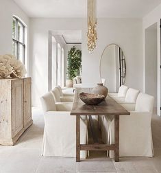 Isn't this lovely . a narrow dining table allowing closer conversations - Tables Étroites, Narrow Dining Tables, Farm Tables, Wood Tables, Oak Table, Rustic Table, Dining Room Inspiration, Home Decor Inspiration, Decor Ideas