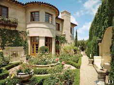 "10 Rose Gardens to Inspire Any Green Thumb - Lionel Richie's Beverly Hills residence features a rose garden on the south side of the estate. ""I see a home as the total piece of property—there must be a garden and a view of it,"" Richie says. Lionel Richie, Italian Home, Italian Style, Foyers, Beverly Hills Houses, Rich Home, Enchanted Home, Celebrity Houses, Celebrity Mansions"