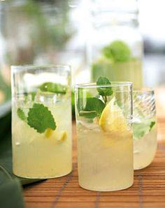 Limonade mit Gin und Minze