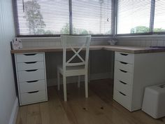 Excellent Corner Desks for Your Home Office and Limited-Sized Place for a Desk - Ikea DIY - The best IKEA hacks all in one place Ikea Corner Desk, Ikea Alex Desk, Corner Office Desk, Ikea Hack Desk, Ikea Linnmon Desk, Diy Desk, Home Office Design, Home Office Decor, Ikea L Shaped Desk