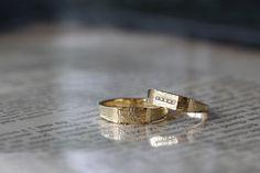 カンパーナのデザインはエッジのある印台型フォルム。 コレクションよりも幅を太くして制作しました。 [marriage,wedding,ring,bridal,K18,マリッジリング,結婚指輪,オーダーメイド,槌目,ウエディング,ith,イズマリッジ]