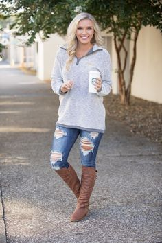 Brown Hat + Black Knit + Destroyed Jeans + Brown Booties // Shop this exact outfit in the link Chic Winter Outfits, Casual Outfits, Cute Outfits, Fashionable Outfits, Casual Clothes, Summer Outfits, Autumn Winter Fashion, Fall Fashion, Modern Fashion