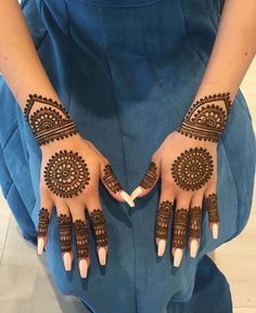 New bridal mehndi designs brides beautiful henna art ideas Circle Mehndi Designs, Henna Tattoo Designs Simple, Henna Art Designs, Mehndi Designs For Beginners, Modern Mehndi Designs, Mehndi Designs For Girls, Mehndi Design Pictures, Mehndi Designs For Fingers, Dulhan Mehndi Designs