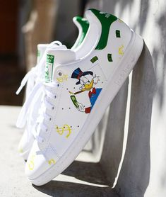 Hand Painted By: Diana Ponzo – Expolore the best and the special ideas about Tom shoes Custom Painted Shoes, Custom Shoes, Shoes Wallpaper, Nike Shoes Air Force, Painted Sneakers, Aesthetic Shoes, Hype Shoes, Fresh Shoes, Custom Sneakers