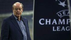 O presidente do FC Porto disse que as acusações sobre um alegado esquema de favorecimento criado pelo Benfica já não são negadas por ninguém. http://observador.pt/2017/12/20/pinto-da-costa-promete-continuar-a-lutar-pela-verdade-no-futebol/